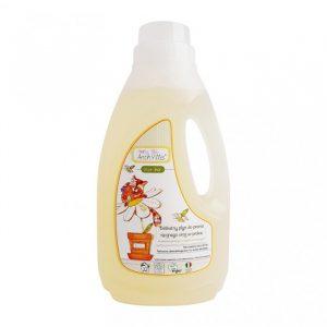 Skuteczny płyn do prania ubranek dziecięcych Baby Anthyllis sprawdza się zarówno w kontakcie z tkaninami delikatnymi, jak i delikatną skórą.
