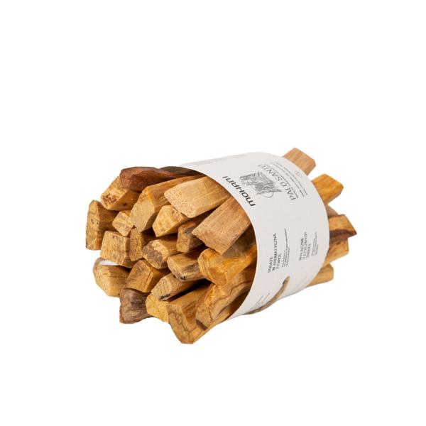 Palo Santo to naturalne kadzidło o charakterystycznym drzewnym aromacie.
